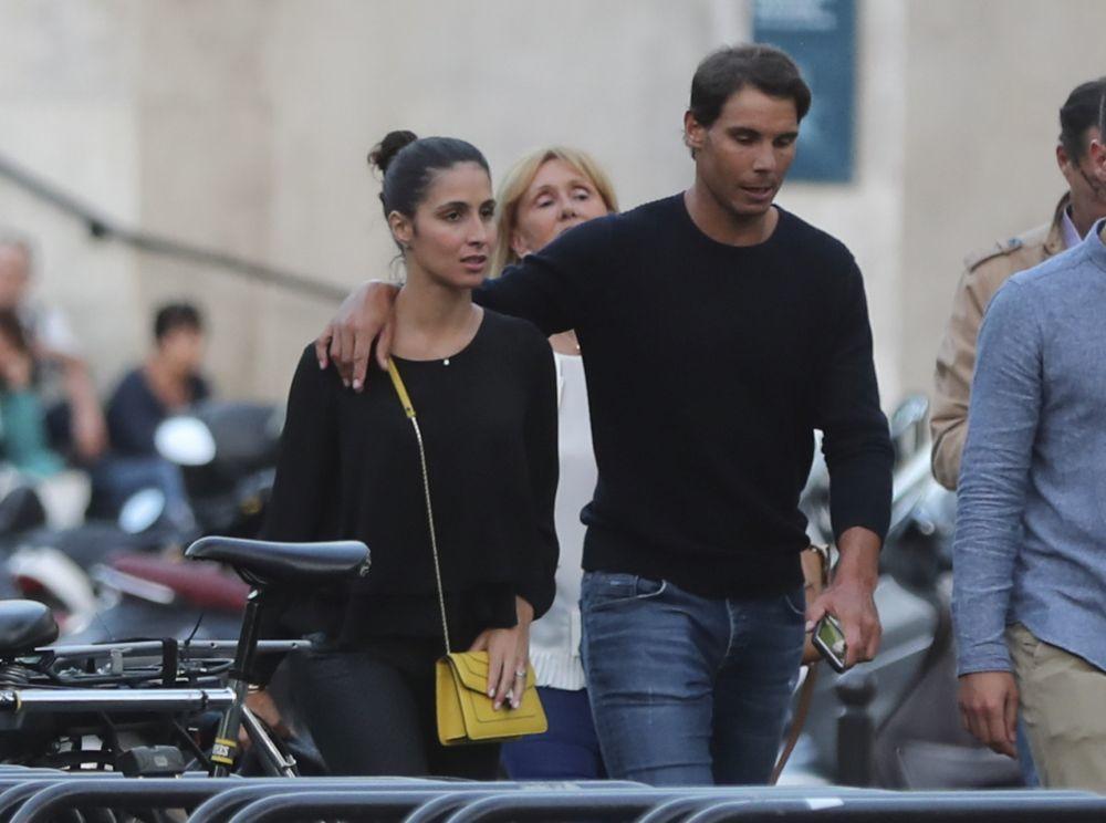 El tenista y su novia paseando por París.