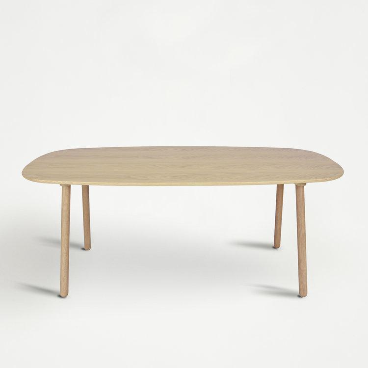 Déjate seducir por la elegancia de esta mesa de roble. De Eno...