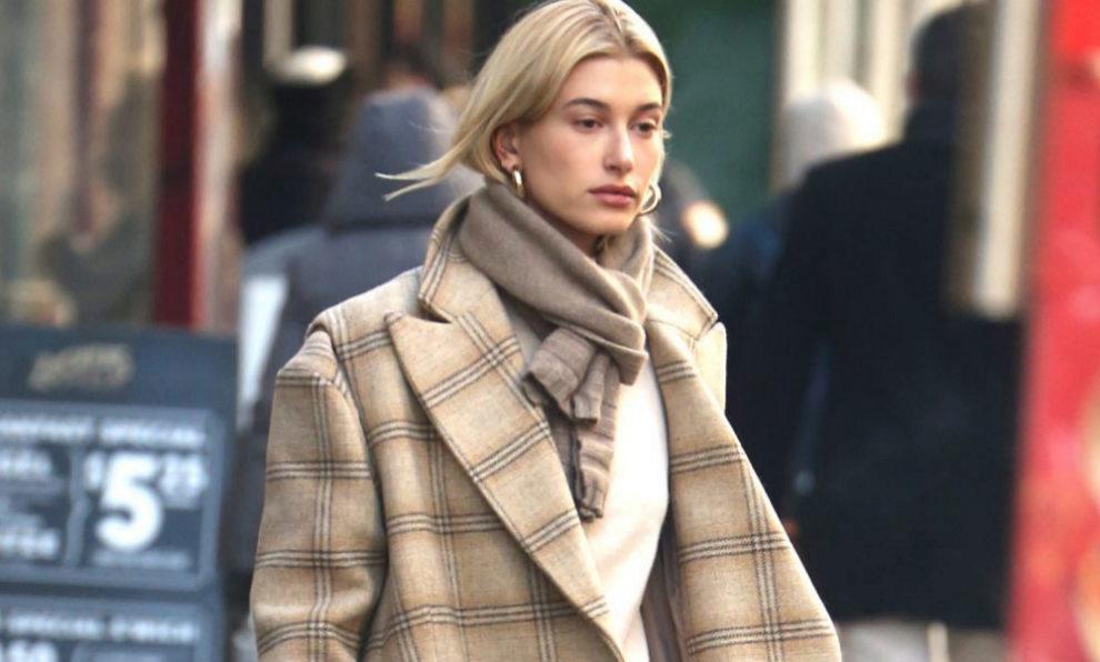 Hailey Baldwin paseando en Nueva York.