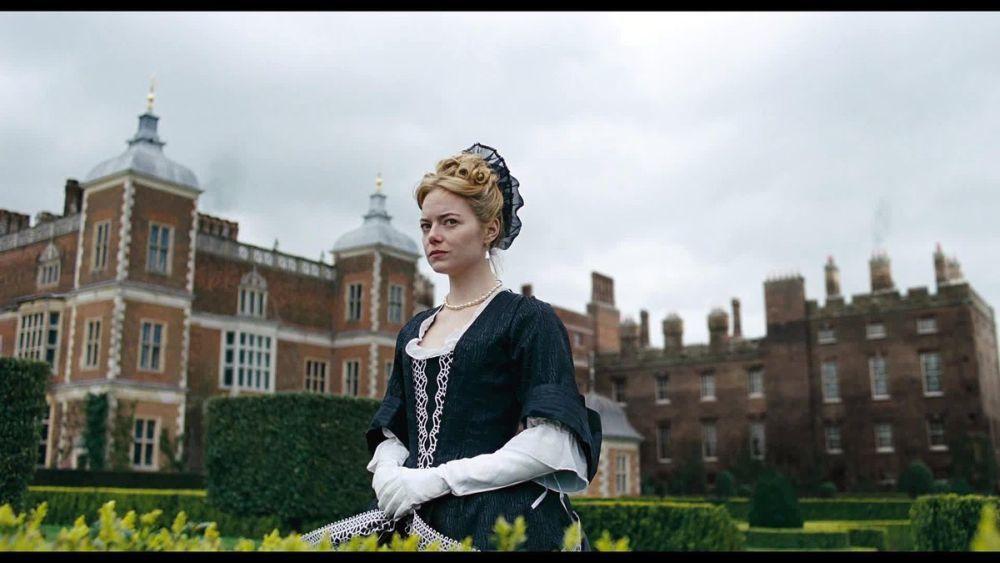 Emma Stone en la favorita con vestuario de Sandy Powell