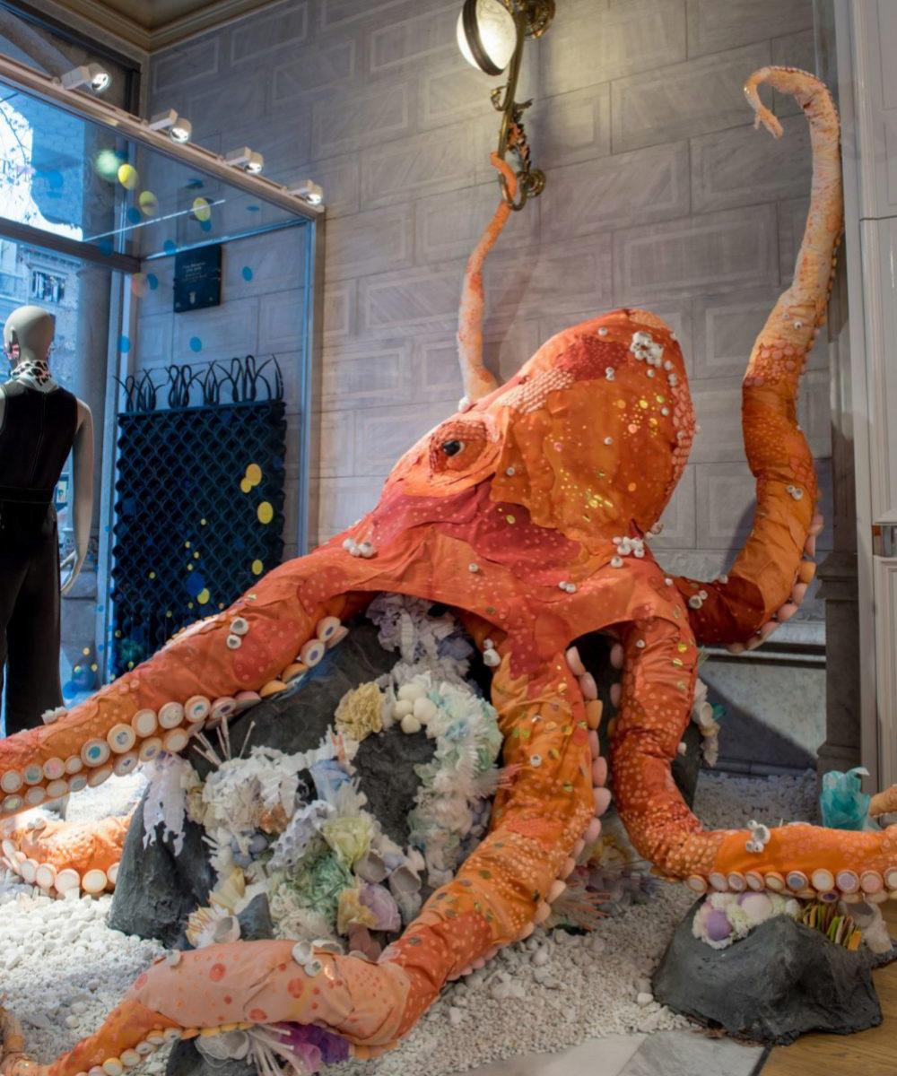 El pulpo Octavia en la entrada de la tienda  Anthropologie, en...