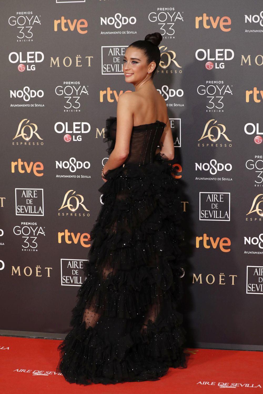 María Pedraza con un vestido negro de tul.