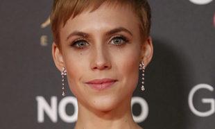 Aura Garrido eligió un maquillaje luminoso con rostro nude con toques...