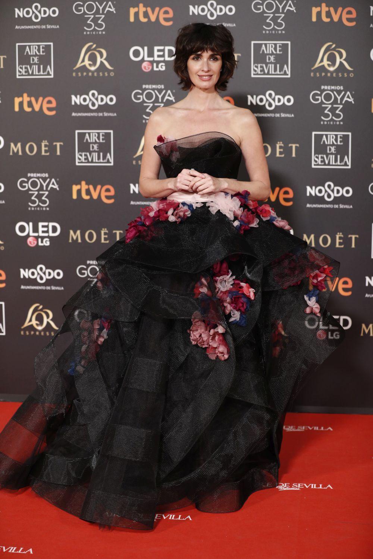 La actriz recurrió a un vestido negro con apliques florales de...