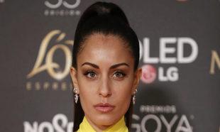 Como si de uno de los desfiles de Versace se tratara, Hiba Abouk se...