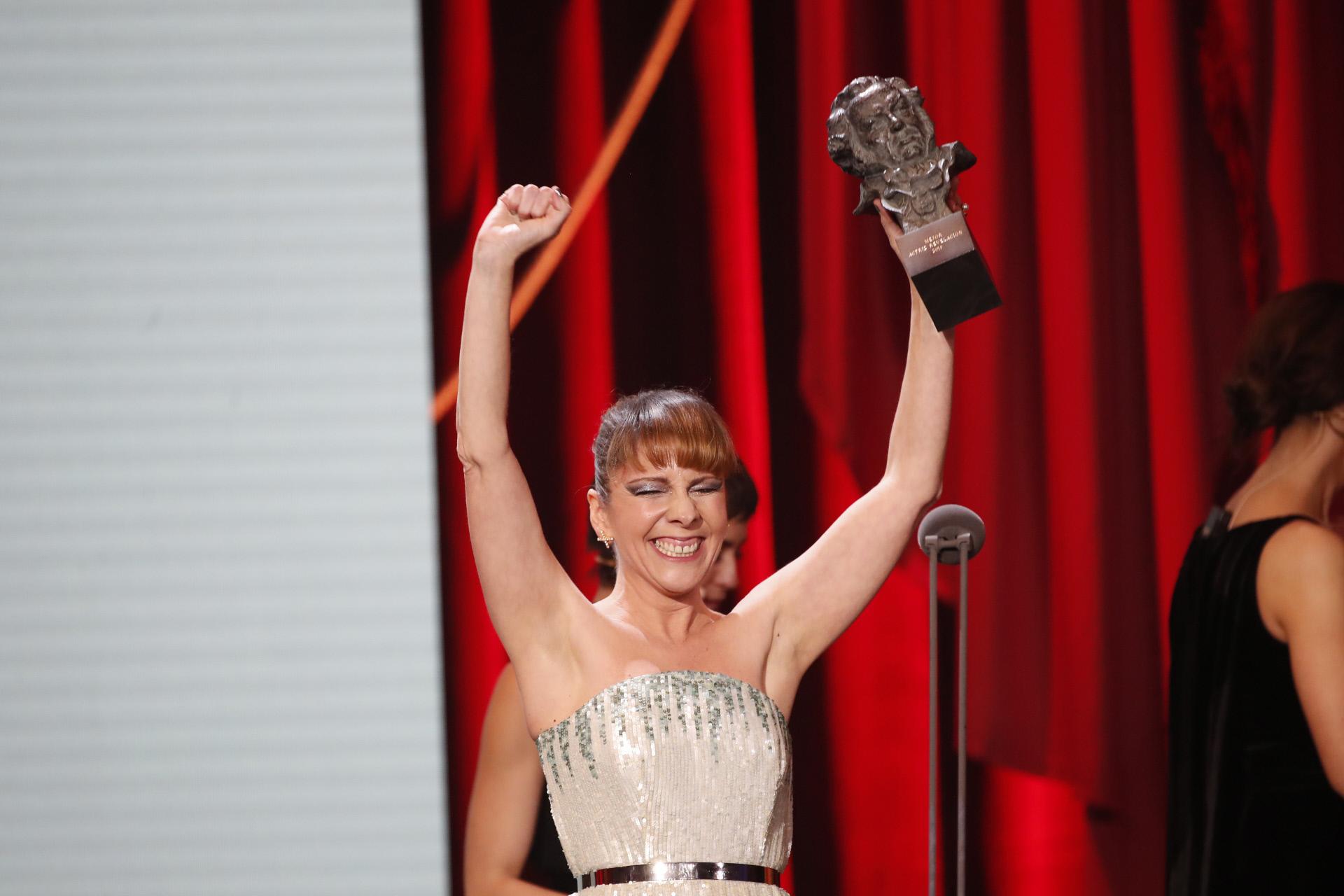 Eva Llorach recogiendo su premio Goya a mejor actriz revelelación.