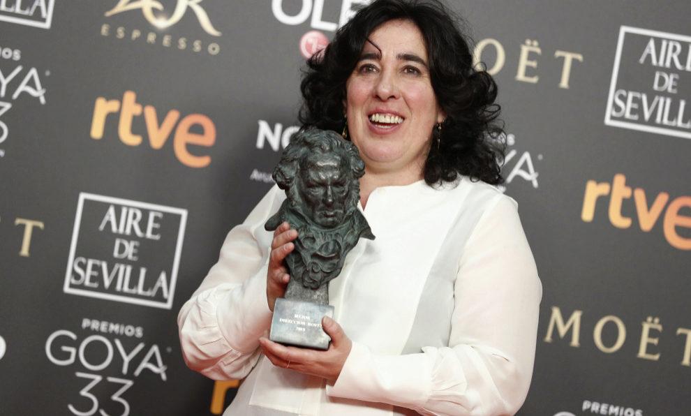 Arantxa Echevarría con su Goya a la Mejor Dirección Novel