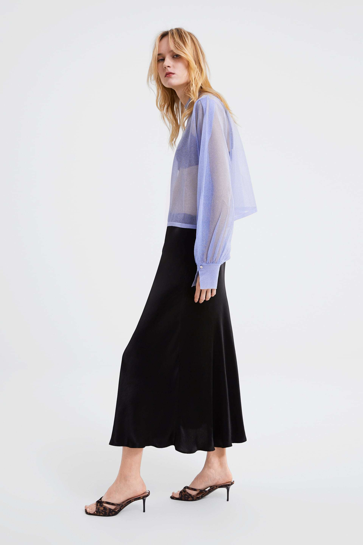 La falda de satén de Zara.