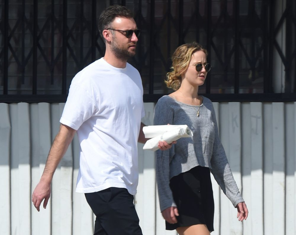 Jennifer Lawrence y Cooke Maroney paseando juntos