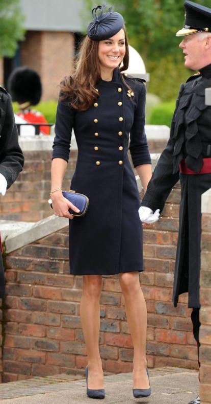 Kate Middleton con un abrigo de estilo militar.