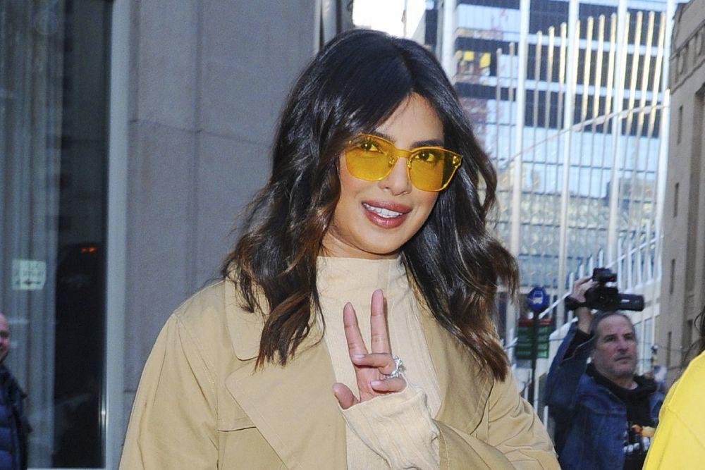 Priyanka Chopra saluda a los medios en Nueva York