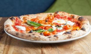 El #NationalPizzaDay ya es una tendencia mundial cada año el 9 de...
