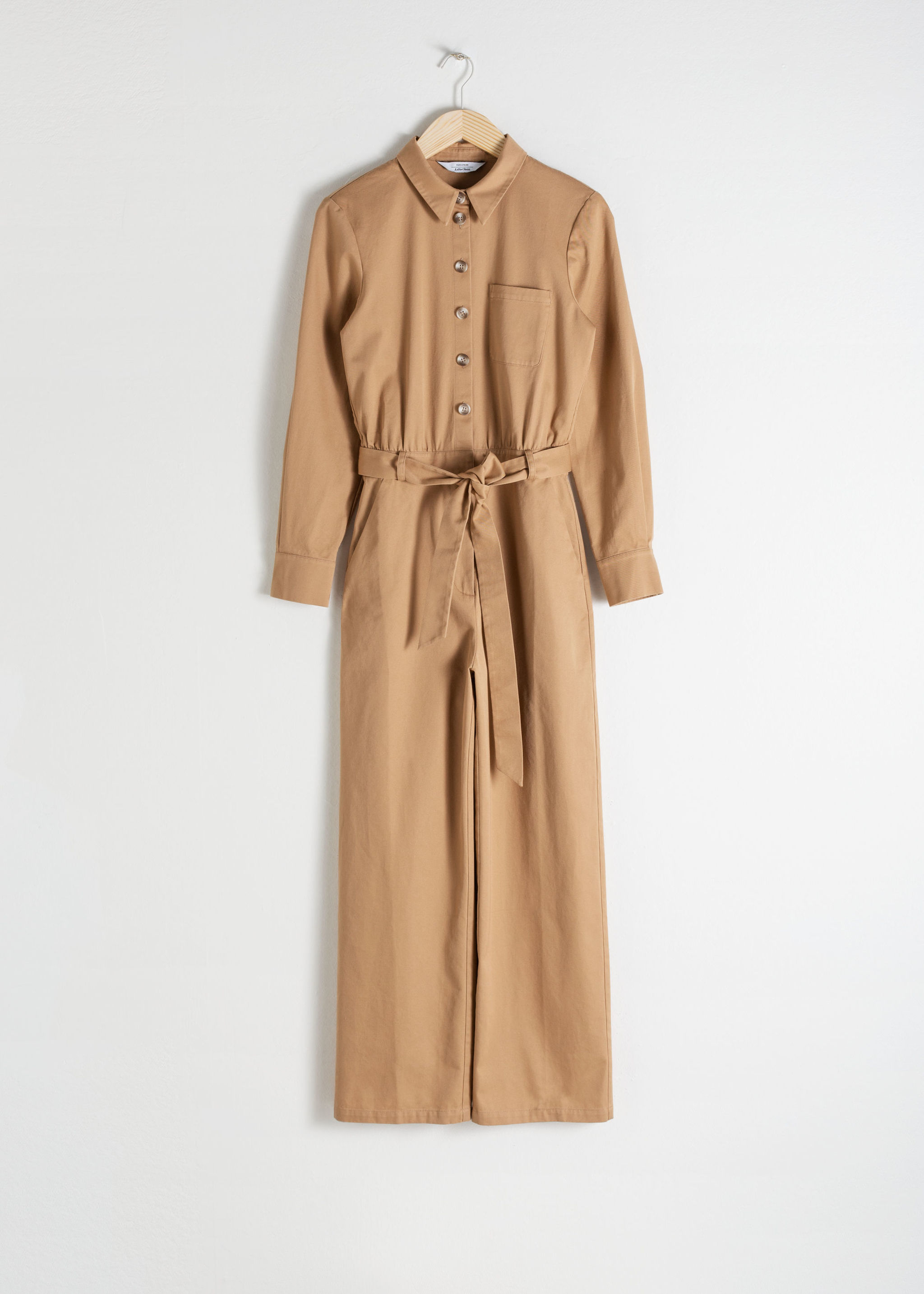 Jumpsuit de & Other Stories (89 euros).