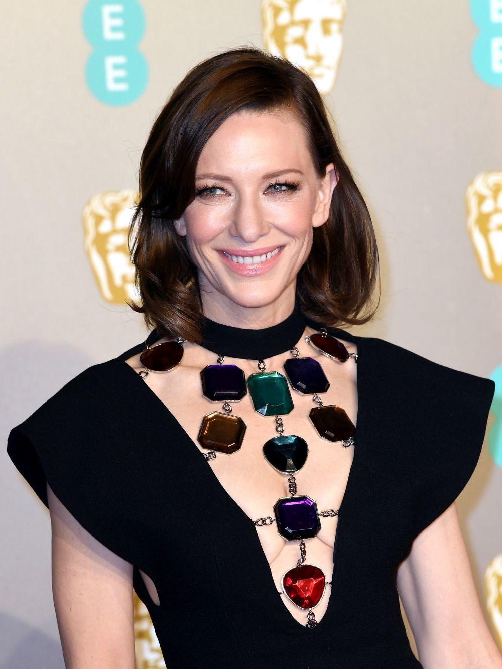 La actriz Cate Blanchett son su nuevo color de pelo castaño con el que ha triunfado en los BAFTA 2019.
