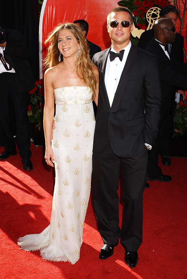 jennifer Aniston y Brad Pitt en la alfombra roja.