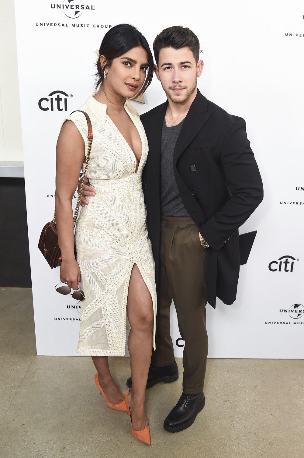 Priyanka Chopra, con vestido de Teresa Helbig, y  Joe Jonas.