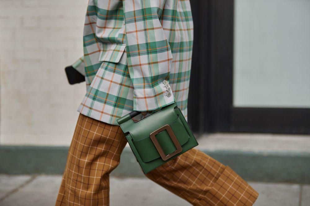 El tipo de bolso que triunfa en Nueva York es éste: de asa corta (y a...