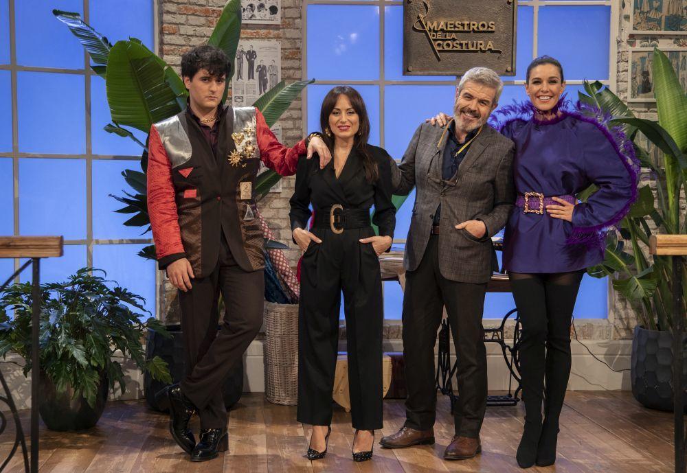 Los tres jueces con la presentadora, Raquel S