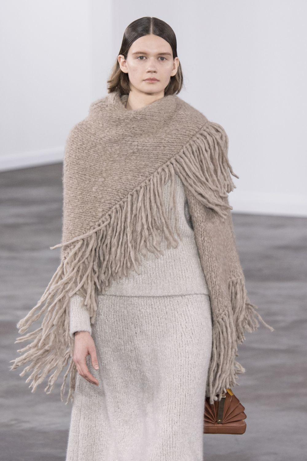El lujo de tener un poncho de Gabriela Hearst