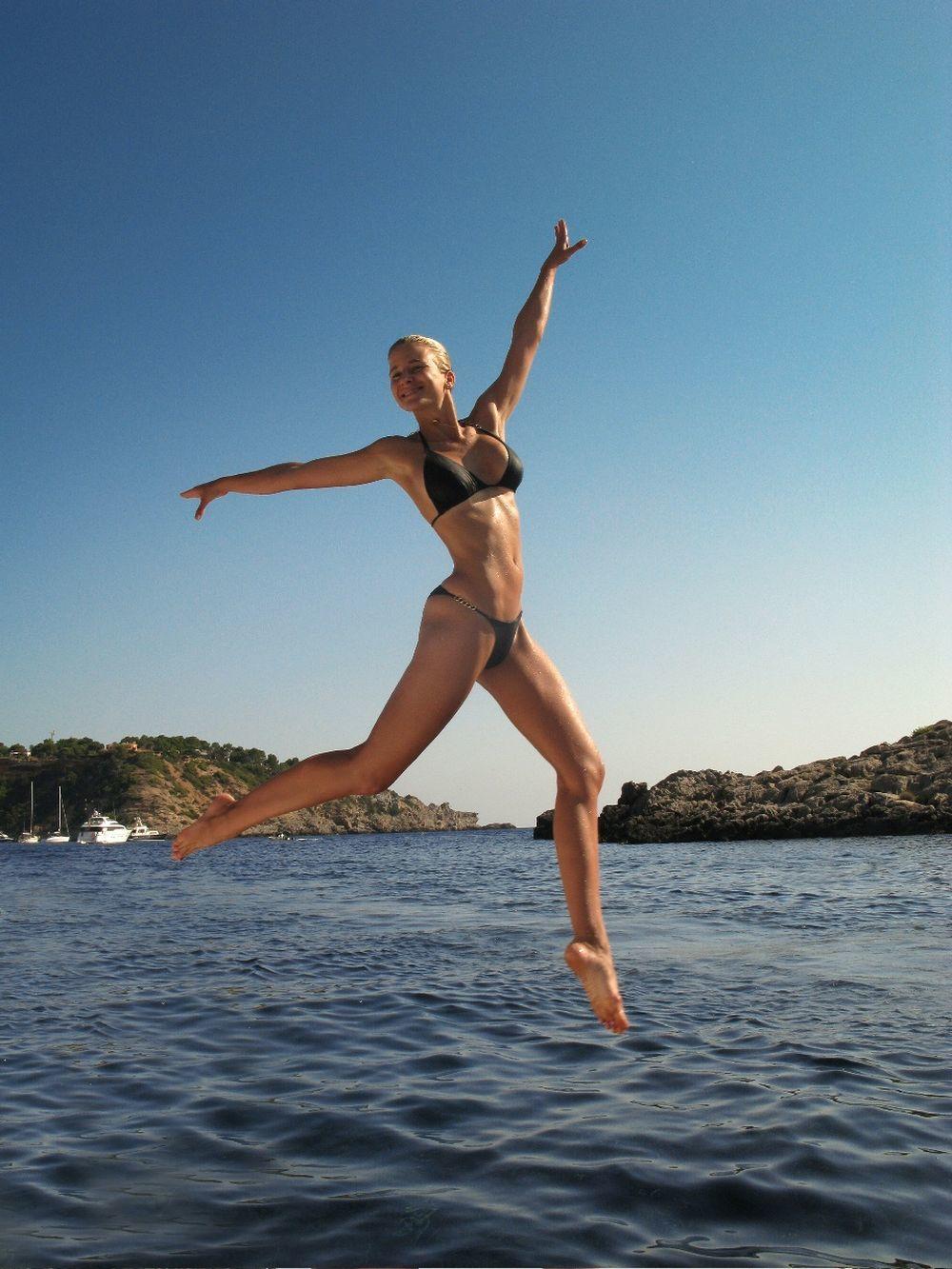 María León luce un cuerpo biquini todo el año gracias a una rutina habitual de ejercicios y de alimentación.