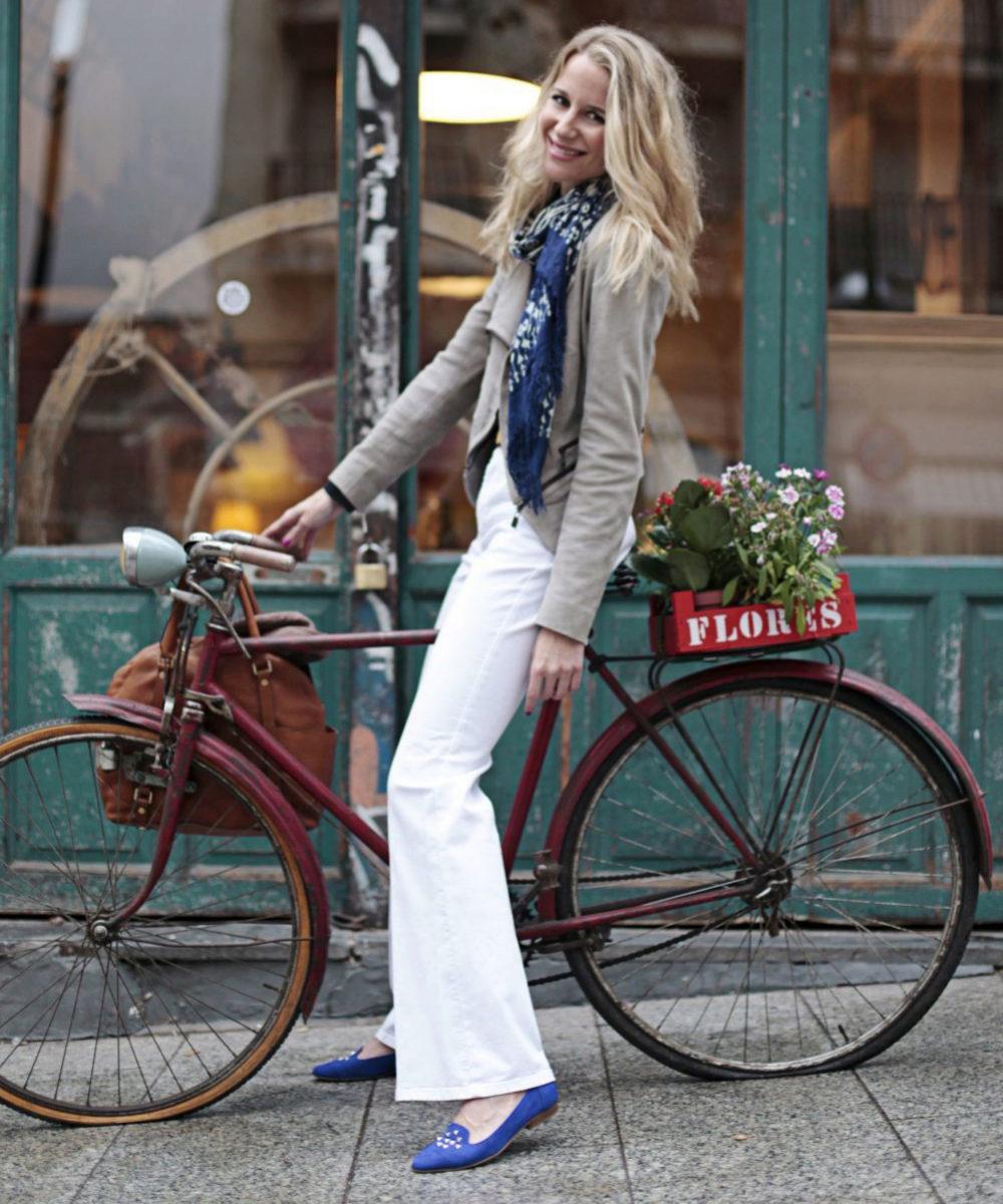 María León montando en bici, otra de sus aficiones para mantener la...