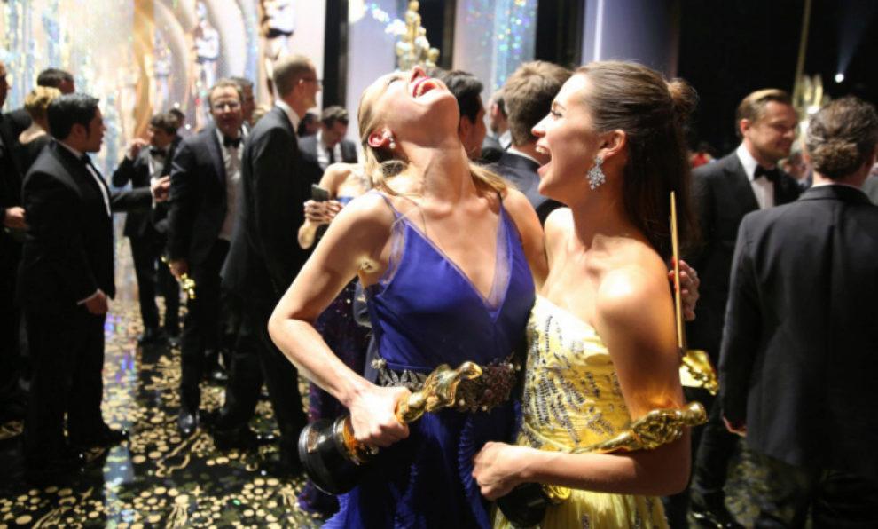 Brie Larson y Alicia Vikander en los Premios Oscar 2016.
