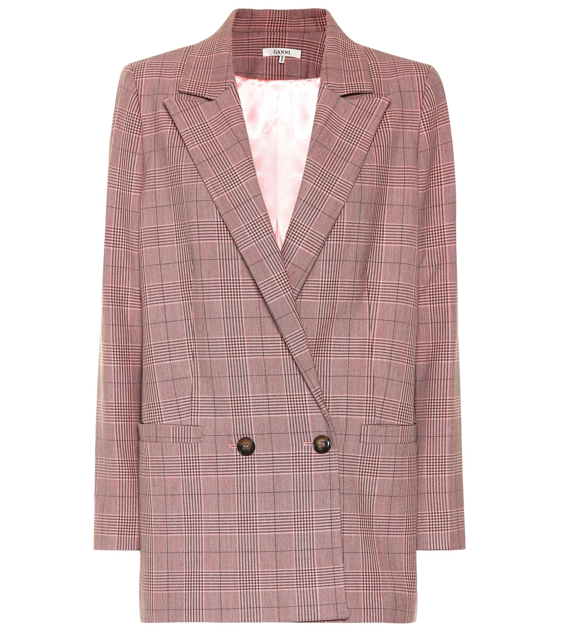 Abrigo estilo blazer, de Ganni en Mytheresa.com (319 euros).