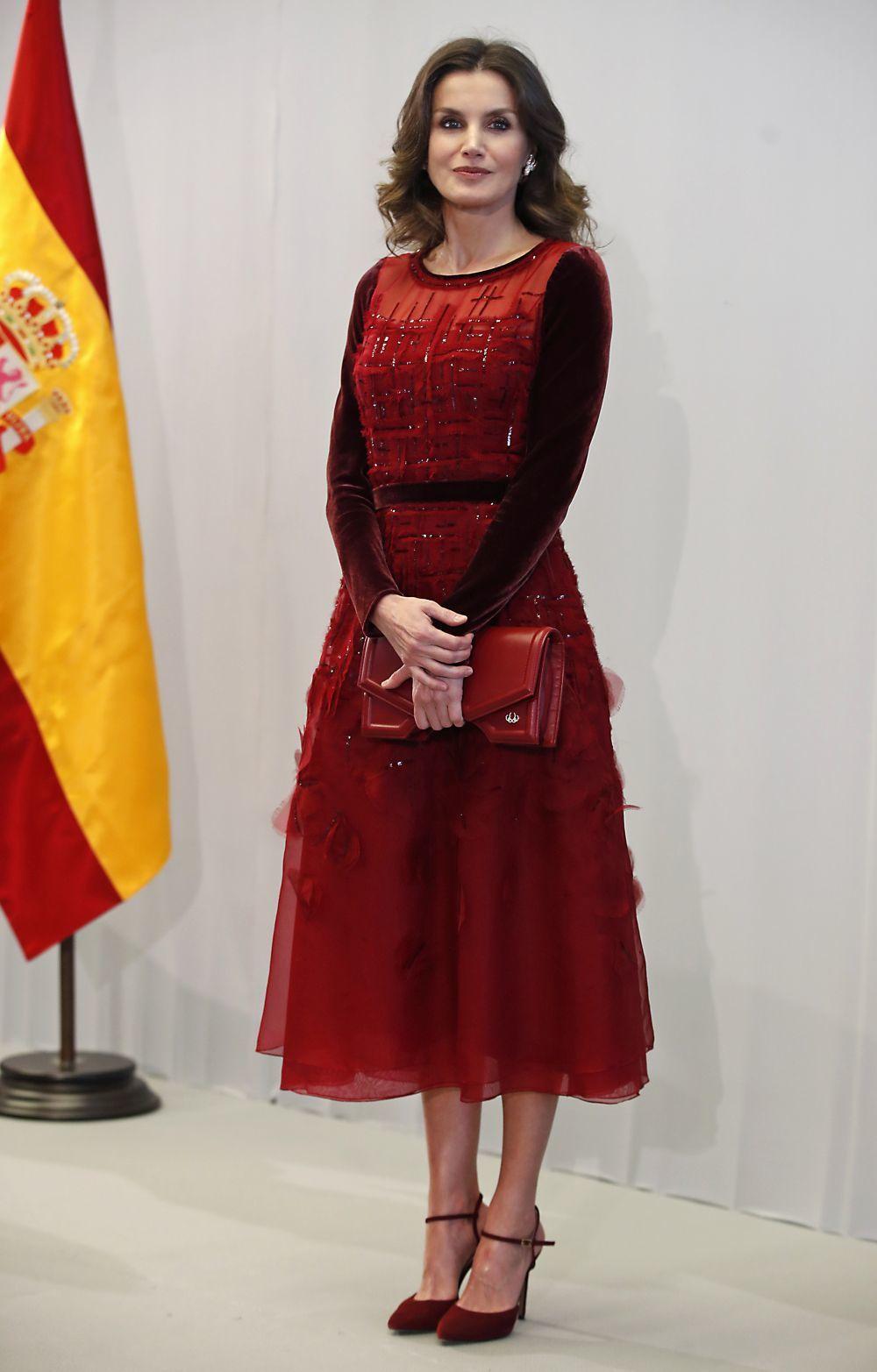 Doña Letizia en Rabat con un vestido de Carolina Herrera.