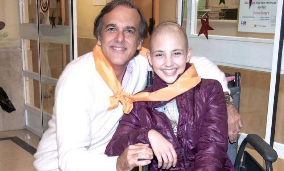 Paco Arango de Fundación Aladina con Gabi.