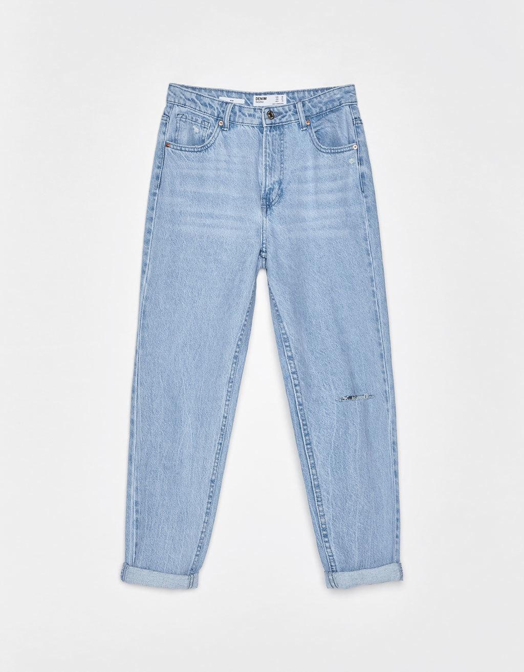 Pantalones vaqueros rectos tipo mom jeans, de Bershka (19,99 euros).
