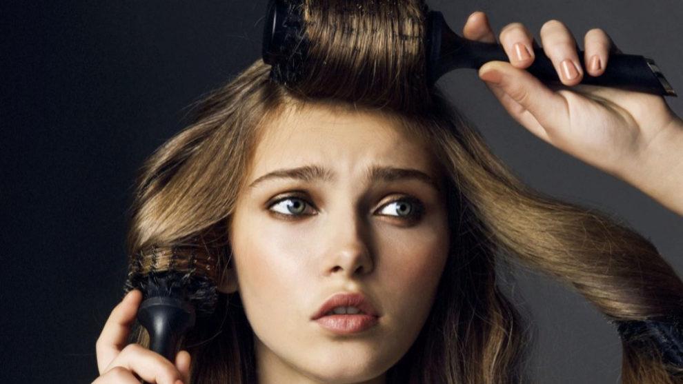 El pelo fino se enreda mucho, no tiene volumen y suele ensuciarse más...