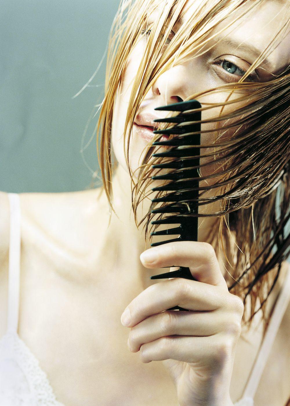 Si tu pelo es fino, y quieres darle volumen, utiliza champús y otros...