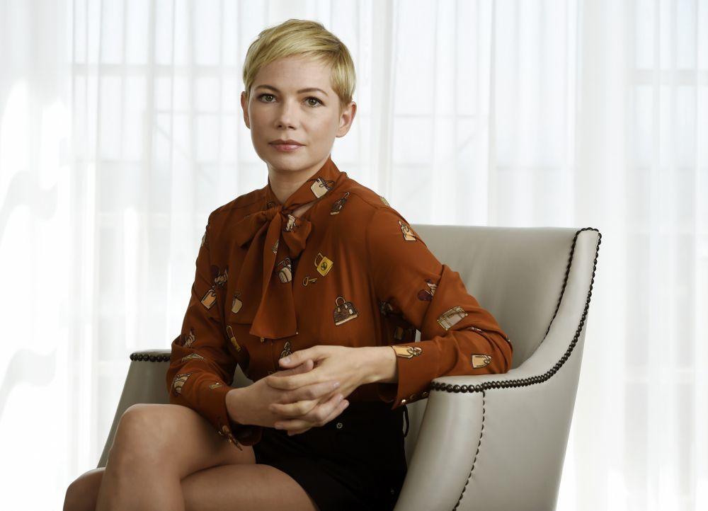 Michelle Williams con su pixie texturizado que declina de mil formas.