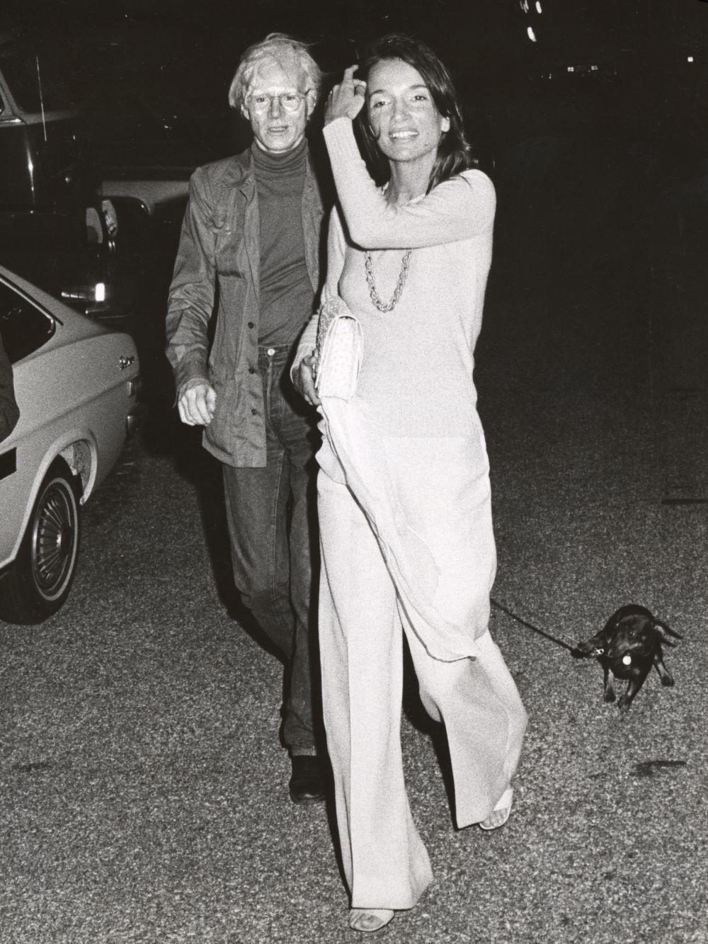 Junto a Andy Warhol, uno de sus grandes amigos artistas.