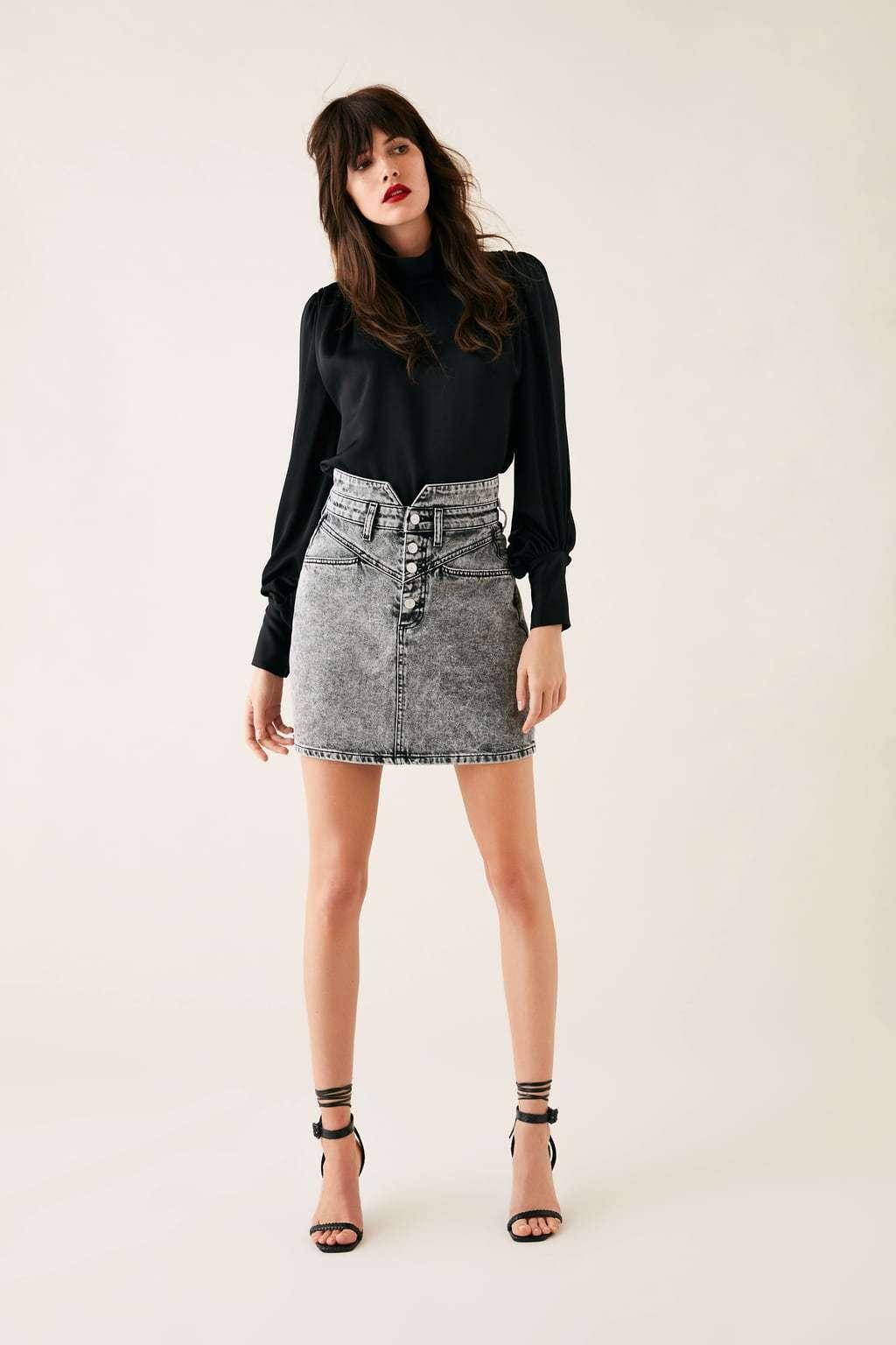 la falda mini que nos propone Zara.