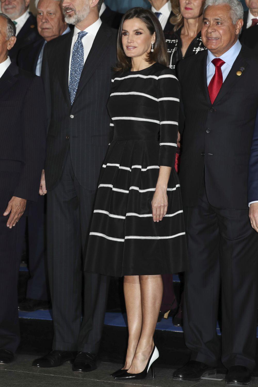 La reina Letizia con un dise