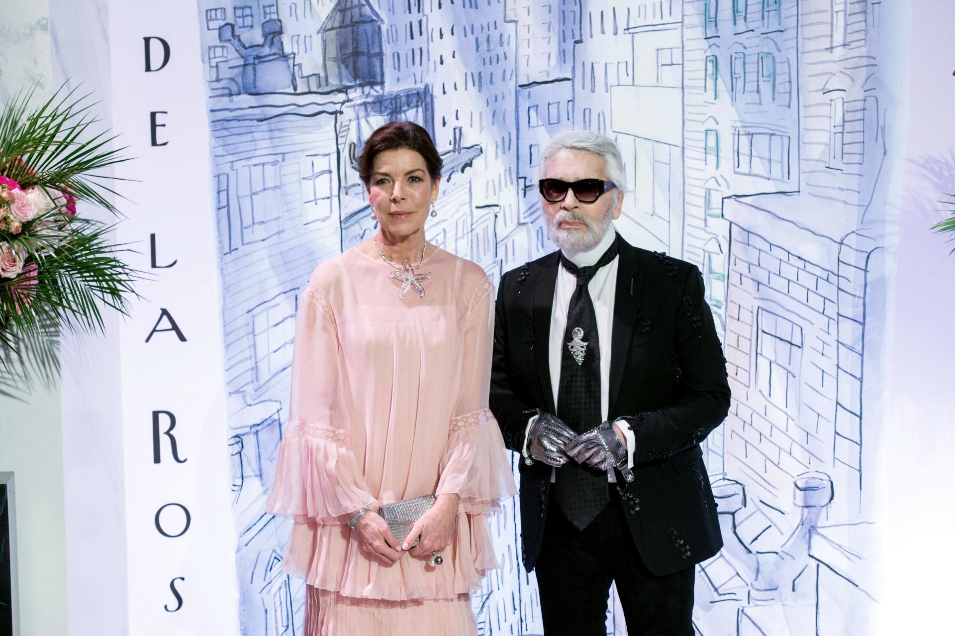 Carolina de Mónaco con su amigo y diseñador de cabecera Karl...