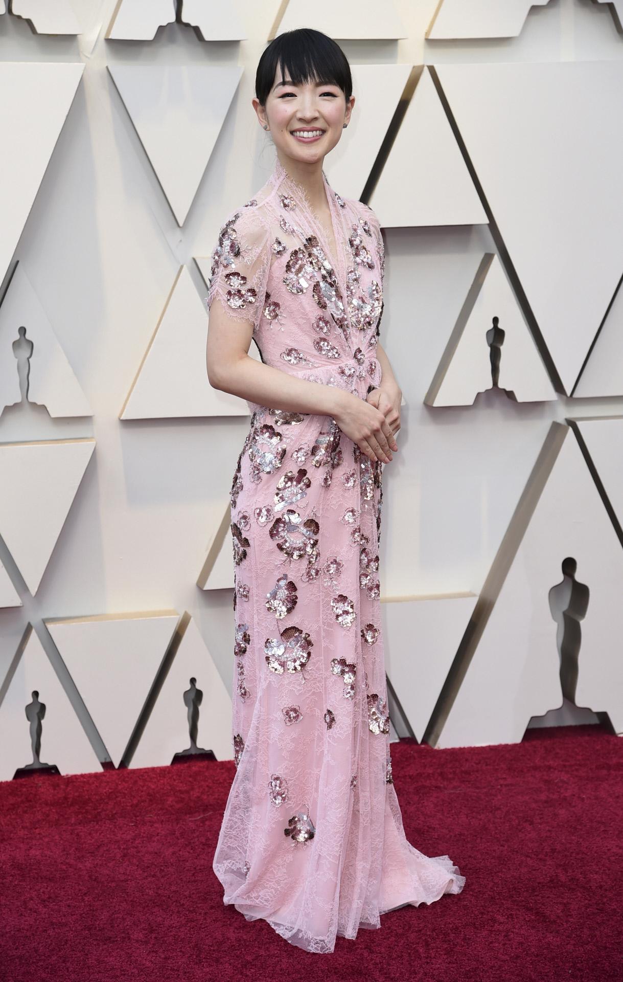 Marie Kondo en los Oscar 2019 con vestido de Jenny Packham.