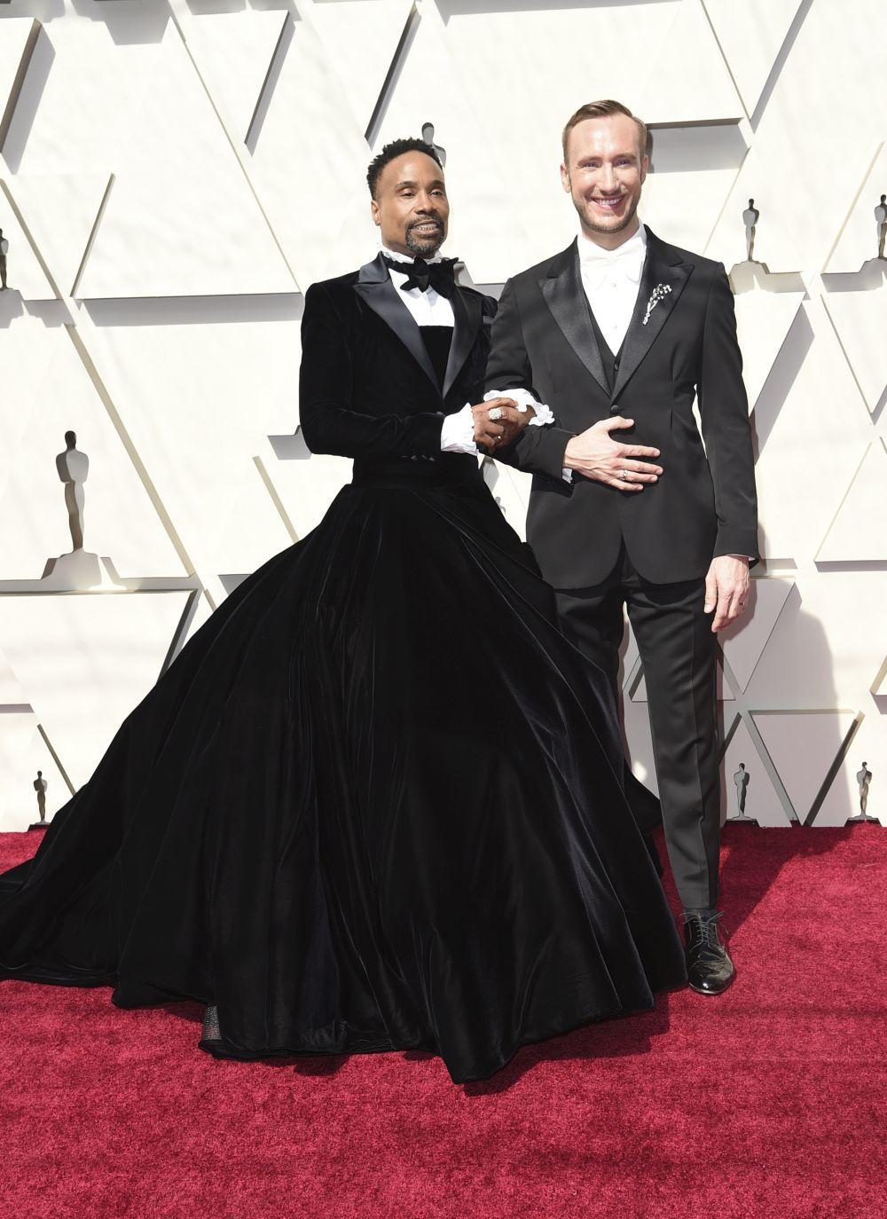 Billy Porter en los Oscar 2019 junto a su marido.
