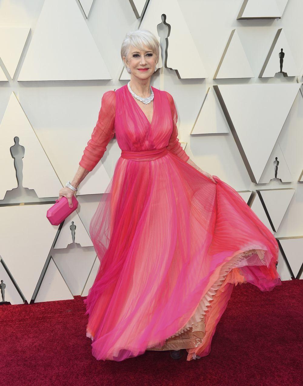 Helen Mirren en la alfombra roja de los Oscar.