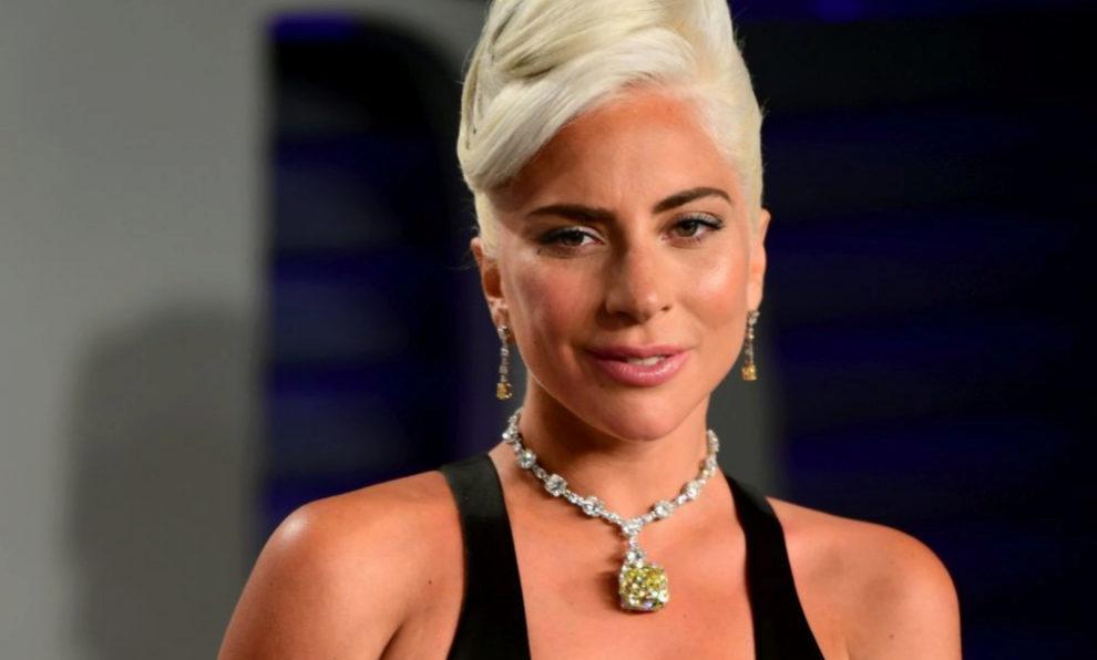 Lady Gaga con vestido de Alexander McQueen y joyas de Tiffany&Co.