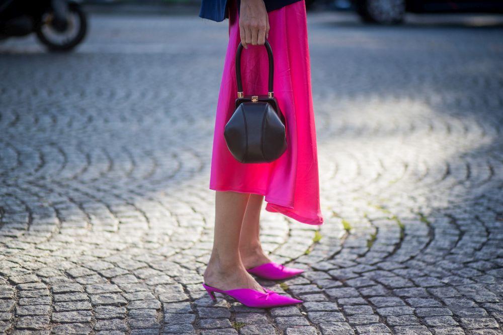 Mules rosas, street style.