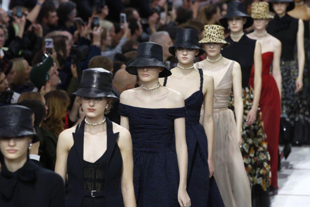 Desfile de Dior Otoño Invierno 2019 20. 0d59c27d5b73