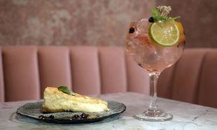 Cóctel y tarta de queso del restaurante Gigi