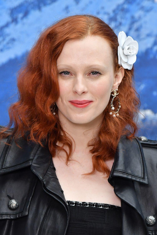 Karen Elson, con un pelirrojo entre ronze y blorange que nos encanta.