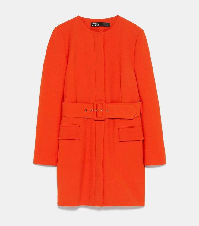 Levita en color naranja de Zara