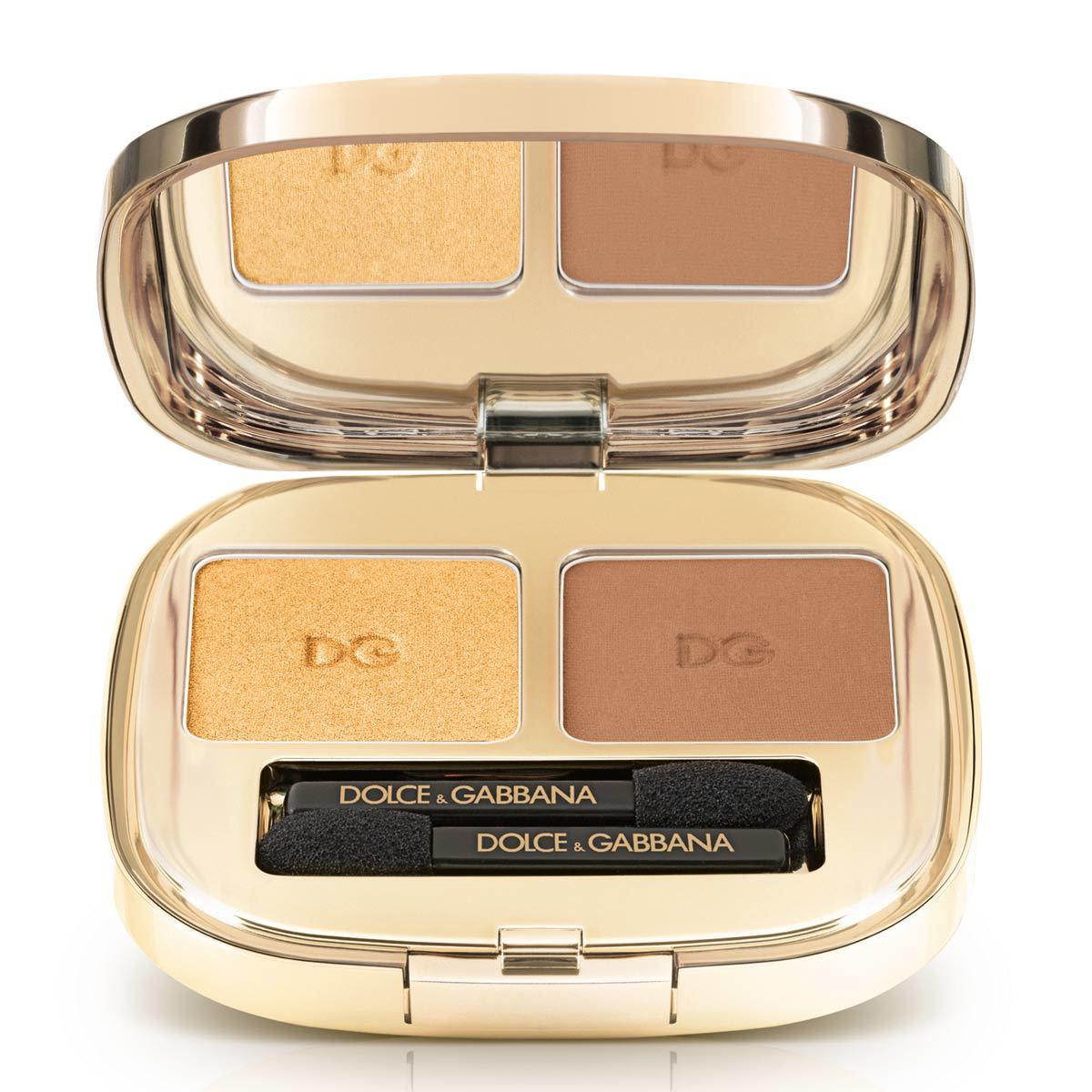 Sombras de ojos The Eyeshadow Dúo en tono Gold, de Dolce & Gabbana (C.P.V.) combinada con marrón para un efecto terracotta suave en los párpados.