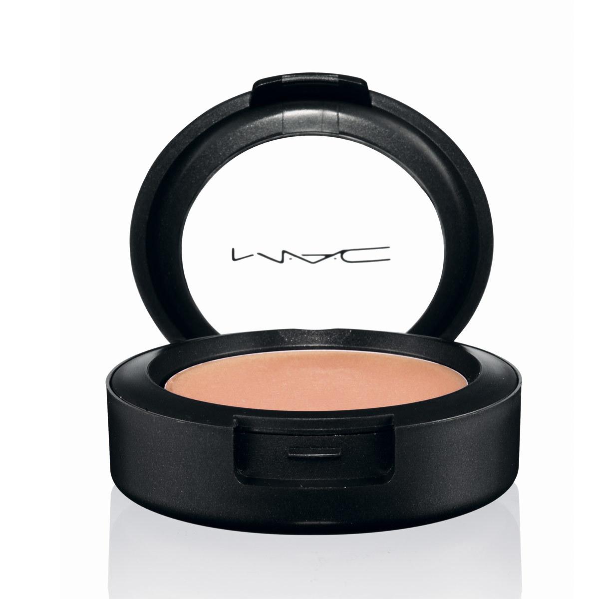 Sombra de ojos en crema Cream Colour Base Improper Copper, de MAC (C.P.V.).