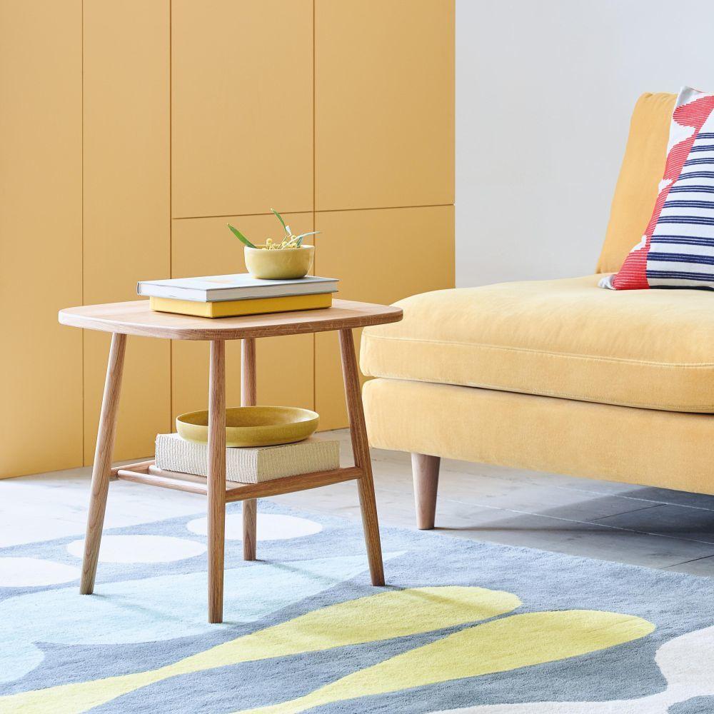 Mesas y mesillas son siempre una buena idea en todo hogar que se...