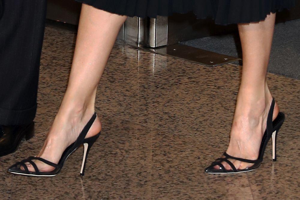Detalle de los zapatos de Manolo Blahnik, de la reinaLetizia.
